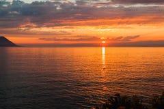在日内瓦湖的美好的日落在瑞士 库存照片