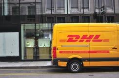 在日内瓦街道的敦豪航空货运公司搬运车  免版税库存照片