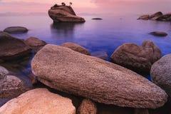 在日出以后的Tahoe湖 库存图片