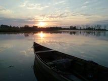 在日出伊朗,Gilan,拉什特的早晨小船 免版税库存照片