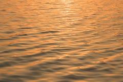 在日出光前在美丽的海 库存照片