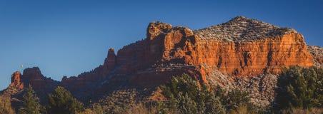 在日出全景的红色岩层 免版税库存照片