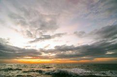 在日出前的海景 库存图片