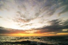 在日出前的海景 图库摄影