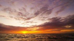在日出前的海景 免版税库存照片