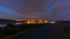 在日出前的路桥梁 免版税库存照片
