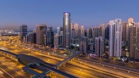 在日出前的迪拜小游艇船坞摩天大楼空中顶视图从JLT在对天timelapse,阿拉伯联合酋长国的迪拜夜 股票录像