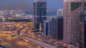 在日出前的迪拜小游艇船坞摩天大楼空中顶视图从JLT在对天timelapse,阿拉伯联合酋长国的迪拜夜 股票视频