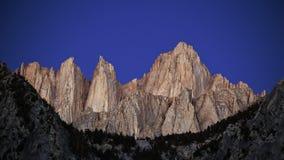 在日出前的Mt惠特尼 免版税库存照片
