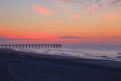 在日出前的Wrightsville海滩 库存照片