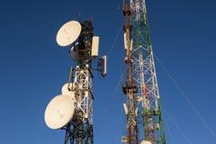 在日出和蓝天的电信塔 免版税图库摄影
