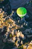 在日出天空的气球剪影 库存照片