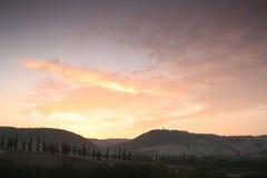 在日出托斯卡纳的小山 库存照片