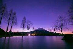 在日出时间的山富士从fumoto野营 免版税库存图片