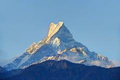 在日出期间的喜马拉雅山峰 免版税库存照片