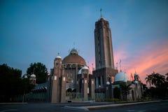 在日出期间的皇家苏丹陶菲克清真寺在巴生 免版税库存照片