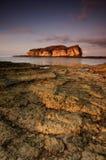 在日出期间的美丽的龙目岛海岛在巴图Payung海滩印度尼西亚 软的焦点由于长的曝光 库存图片