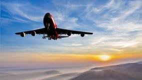 在日出期间,飞机登陆 免版税库存照片