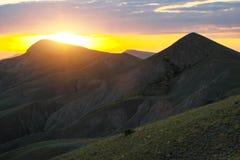 在日出期间的山谷 免版税库存照片