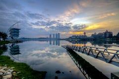 在日出期间的美好的早晨在湖边,布城马来西亚 库存照片