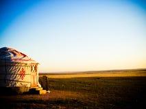 在日出期间的蒙古语Yurt 库存图片