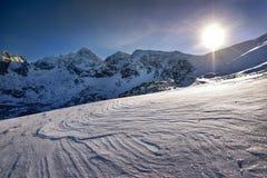 在日出期间的高山 早晨Tatra山风景 免版税库存照片