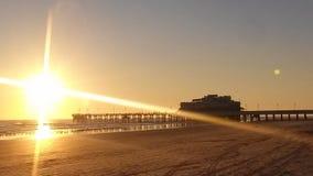 在日出期间的Daytona海滩码头 免版税库存照片