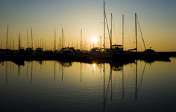在日出游艇的海滨广场 库存图片