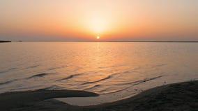 在日出灿烂光辉的海表面  股票录像