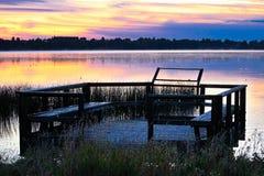 在日出的一个鸟观察平台在Jessie湖 库存图片
