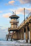 在日出的亨廷顿海滩码头 库存图片
