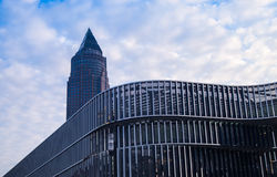 在日出的企业大厦在法兰克福,德国 库存图片