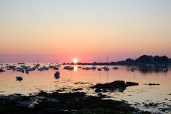 在日出的传奇海岸,不列塔尼,法国 库存图片