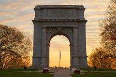 在日出的全国纪念曲拱 免版税库存图片