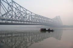 在日出的加尔各答豪拉桥梁 库存照片