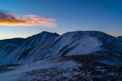 在日出的北美灰熊峰顶 免版税库存图片