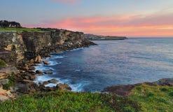 在日出的北部Coogee陆岬 库存图片