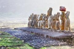 在日出的十五常设moais在复活节岛 库存照片