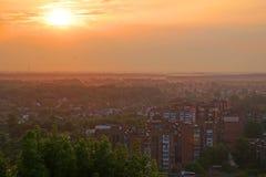在日出的城市 图库摄影