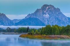 在日出的大提顿峰反射 免版税库存图片