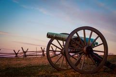 在日出的大炮在葛底斯堡 免版税库存图片