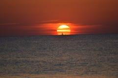 在日出的大西洋 免版税库存照片