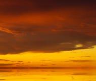 在日出的天空背景 免版税图库摄影