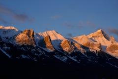 在日出的山脉 免版税库存图片