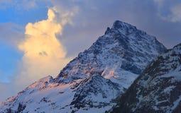 在日出的山顶 库存图片