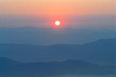 在日出的山 免版税库存图片