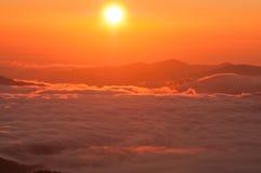 在日出的山 库存照片