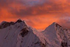 在日出的山 库存图片