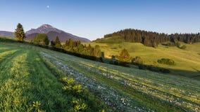在日出的山Choc在Dolny Kubin,斯洛伐克附近 免版税图库摄影