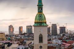 在日出的布拉索夫都市风景 免版税库存照片
